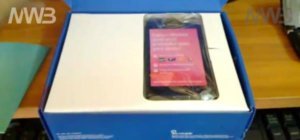 Unboxing Nokia E7, contenuto della scatola, contenuto della confezione