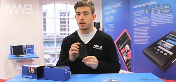 contenuto della scatola e accessori di nokia lumia 710 mango windows