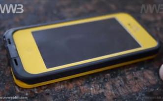 Proteggere iPhone 5 dall'acqua, la custodia per le vacanze