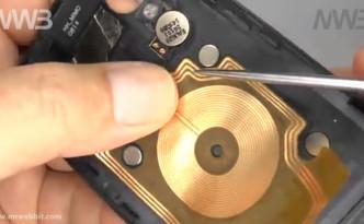 smontare e aprire nexus 5 per la sostituzione del vetro rotto