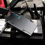ricaricare la batteria dell auto con uno smartphone